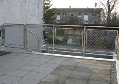 Edelstahl Geländer mit Edelstahlnetz  Dornach