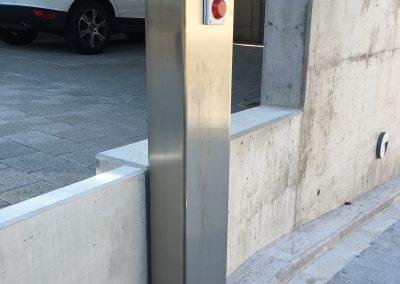 Edelstahlsäule Garagenabfahrt Münchenstein